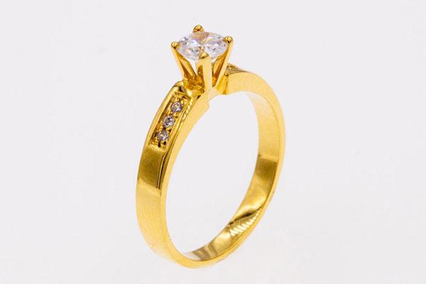 Kiến thức về nữ trang: Vì sao bạn nên chọn mua trang sức vàng 24K