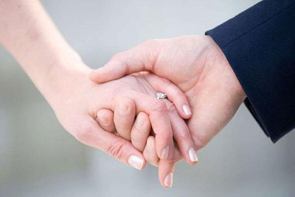 Đeo nhẫn ngón nào để thuận lợi đường tình duyên