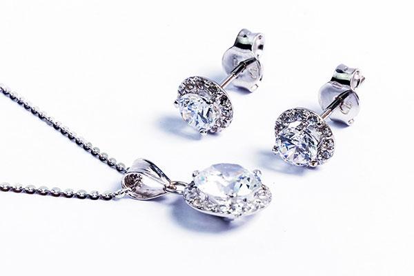 Chinh phụ bạn gái với bộ trang sức bạc Cửu Long Jewelry