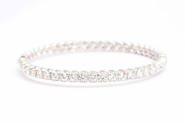 Vòng tay vàng trắng Cửu Long Jewelry cùng bạn điệu đà mừng năm mới