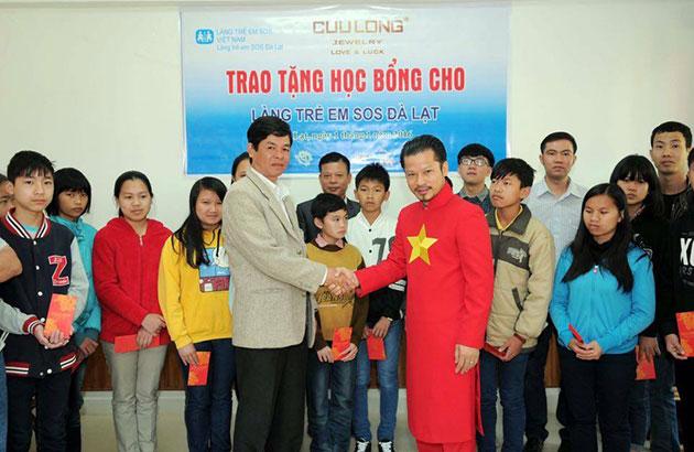 Hùng Cửu Long đến làng trẻ em SOS