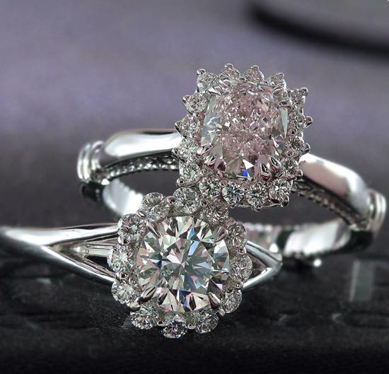 Nhẫn đính hôn gắn kim cương tuyệt đẹp