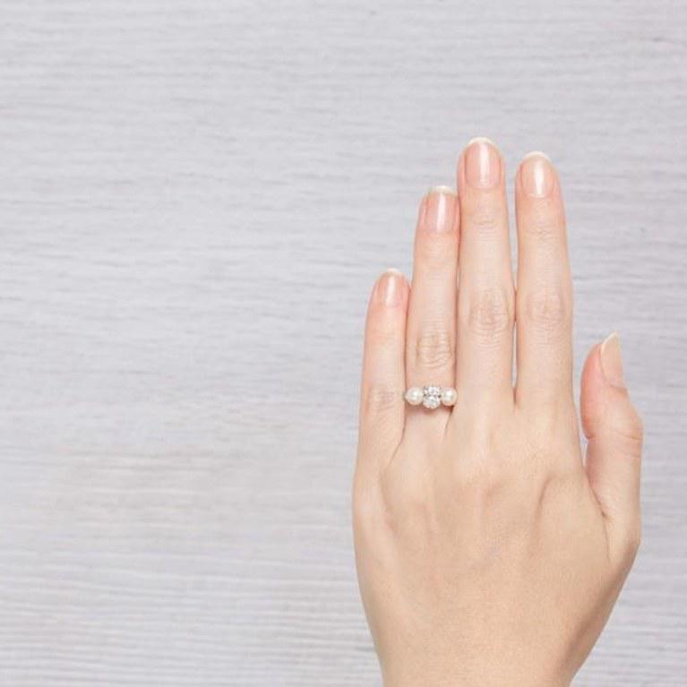 Vẻ đẹp thần thánh của những chiếc nhẫn đính hôn ngọc trai