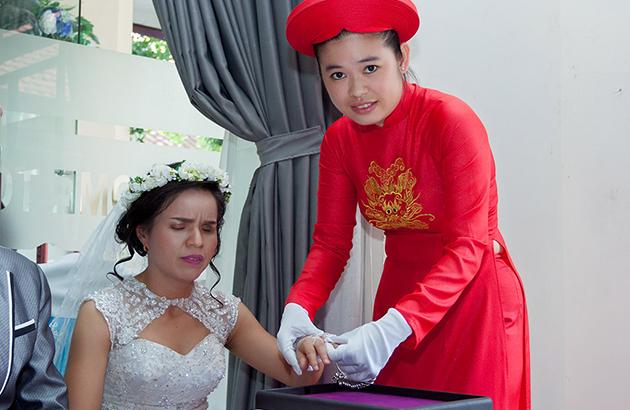 Vợ Hùng Cửu Long suy sụp vì bị nghi tặng vàng giả cho người khiếm thị
