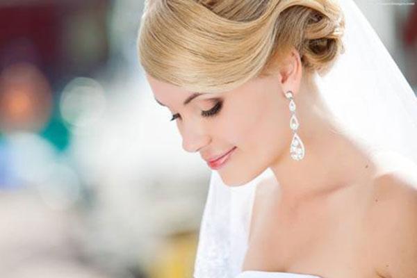 3 nguyên tắc chọn trang sức ăn ý với váy cưới