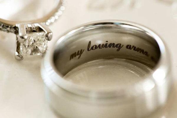 Có thể bạn chưa biết về nhẫn cưới khắc chữ