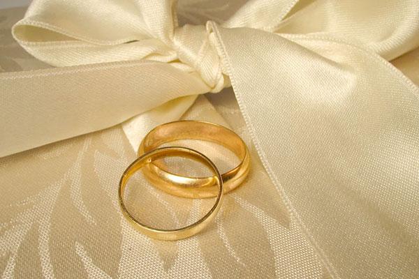 Bí quyết chọn nhẫn cưới sao cho vừa tay