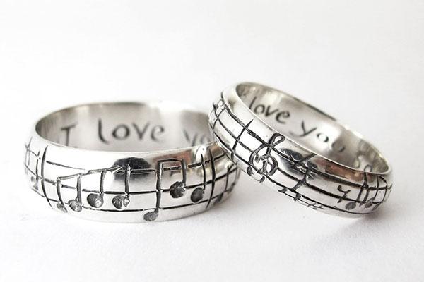 """Nhẫn cưới có """"1-0-2"""" dành cho cặp đôi yêu thích sự độc đáo"""