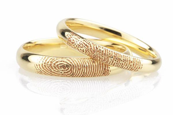 Nhẫn cưới in dấu khắc dấu vân tay độc đáo