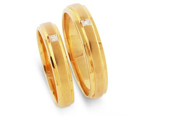 5 thời điểm bạn không nên đeo nhẫn cưới trên tay