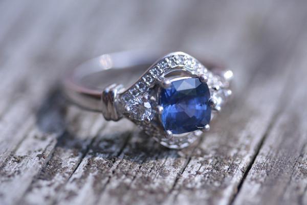 Thêm nhiều lựa chọn với nhẫn đính hôn đa sắc màu