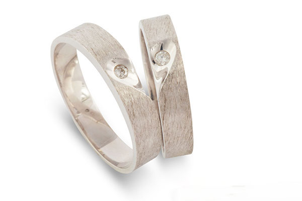 Nhẫn cưới trái tim ghép đôi - Biểu tượng cho tình yêu trọn đời