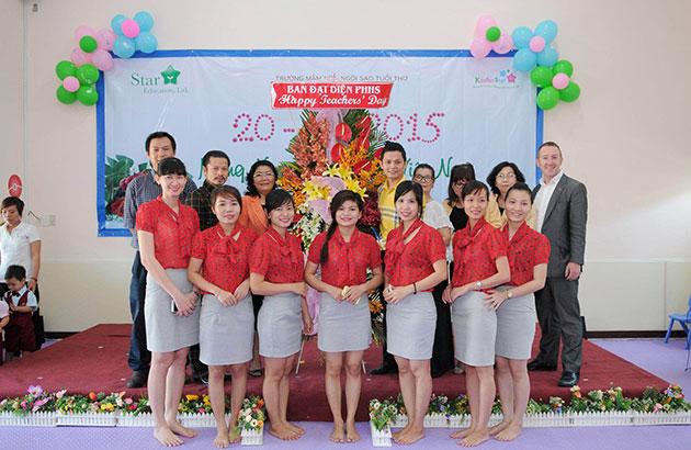 Hùng Cửu Long phát biểu tại trường học của con gái nhân ngày Nhà Giáo Việt Nam
