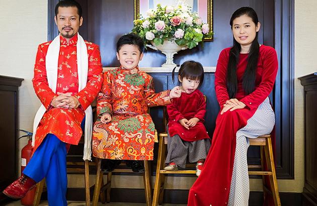 BST áo dài Tết của gia đình Hùng Cửu Long