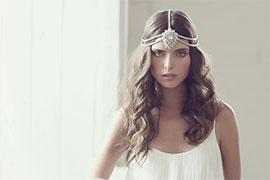 Cô dâu hiện đại với trang sức cho mái tóc
