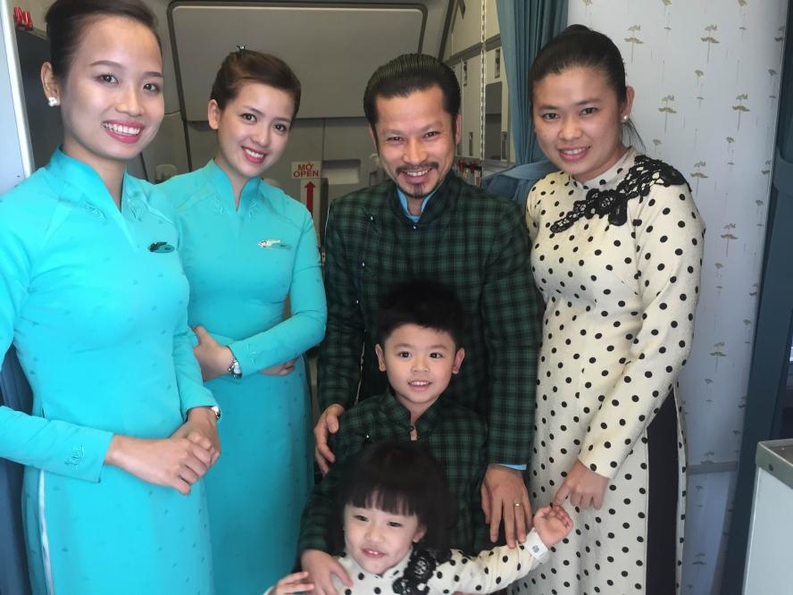 Gia đình Hùng Cửu Long hạnh phúc ở Hong Kong