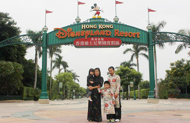 Gia đình Việt Nam đầu tiên làm Vip Disneyland