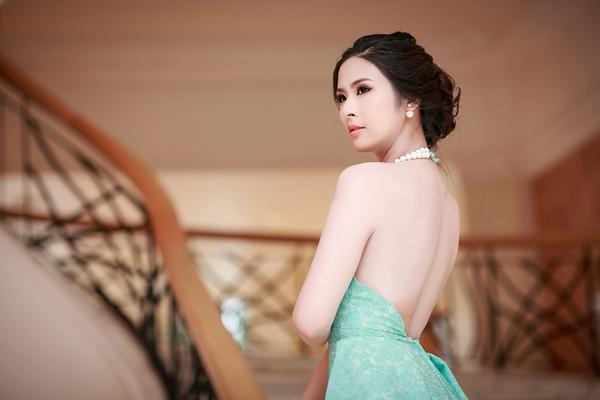 """Học cách dùng trang sức ngọc trai """"chuẩn"""" như sao Việt"""