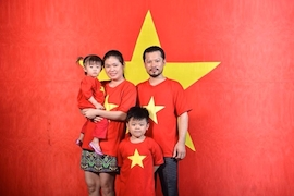 Gia đình Hùng Cửu Long bày tỏ lòng yêu nước