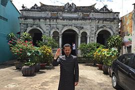 Hùng Cửu Long bồi hồi, xúc động trước ngôi nhà cổ Huỳnh Thủy Lê