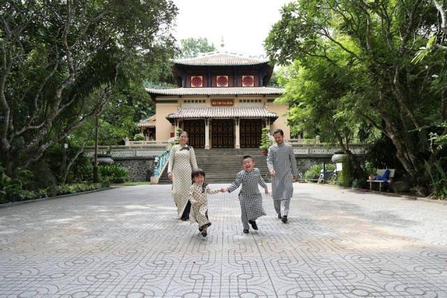 Hùng Cửu Long cùng gia đình trải nghiệm những di sản mùa hè