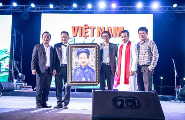 Hùng Cửu Long mang xuân đến bà con Việt Kiều Thái Lan