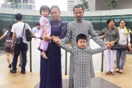 Hùng Cửu Long thổi hồn vào áo dài Việt trên đất Singapore