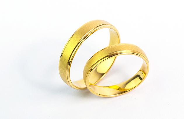 Làm sao để nhẫn cưới luôn mới?