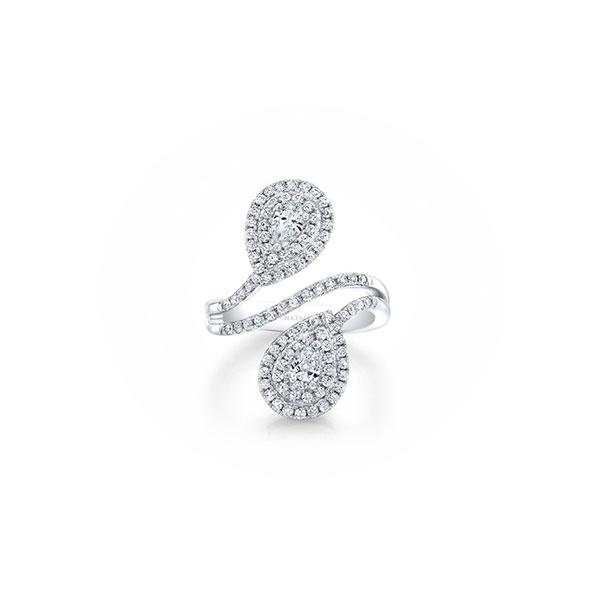 Nhẫn đính hôn lạ mắt với thiết kế hai viên đá quý