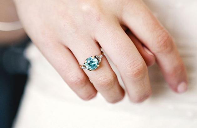 Nhiều lựa chọn hơn với nhẫn đính hôn màu sắc