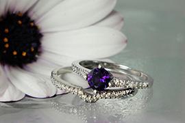 Nhẫn đính hôn màu tím lãng mạn