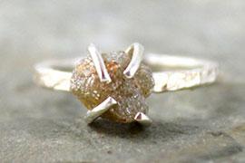 Nhẫn kim cương thô mộc mạc