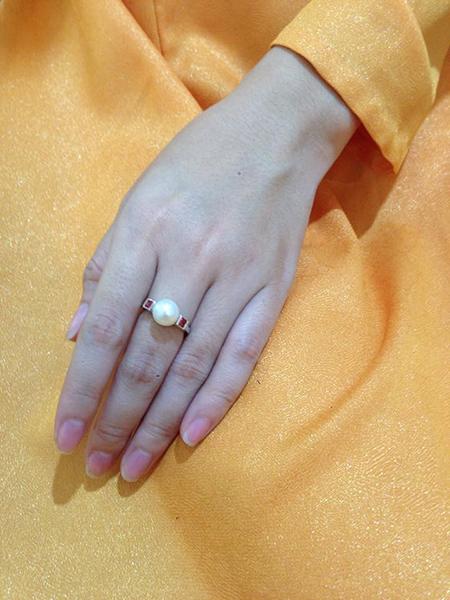 Trang sức ngọc trai cho cô dâu thêm sang trọng