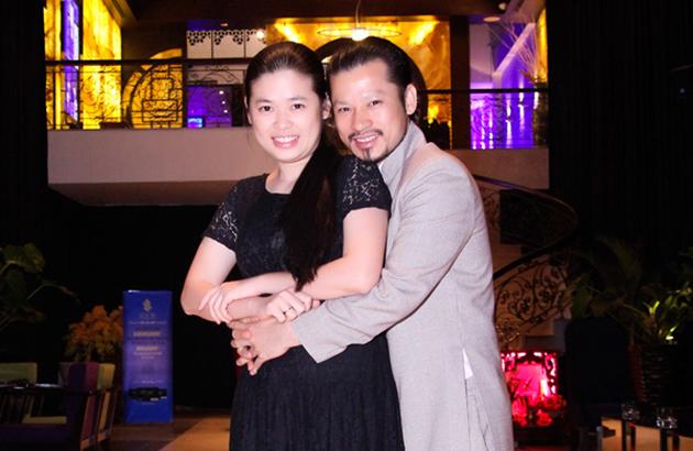 Vợ chồng doanh nhân Hùng Cửu Long tình cảm giữa sự kiện
