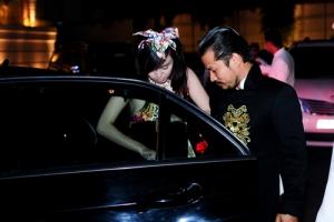Ông Tưng - Bà Tưng đi dự tiệc