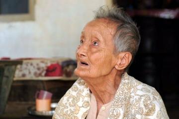 Doanh nhân Hùng Cửu Long đến thăm và chúc Tết Mẹ Việt Nam Anh hùng tại Bến Tre