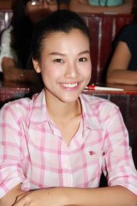 Áo dài Hùng Cửu Long khiến sinh viên phát cuồng